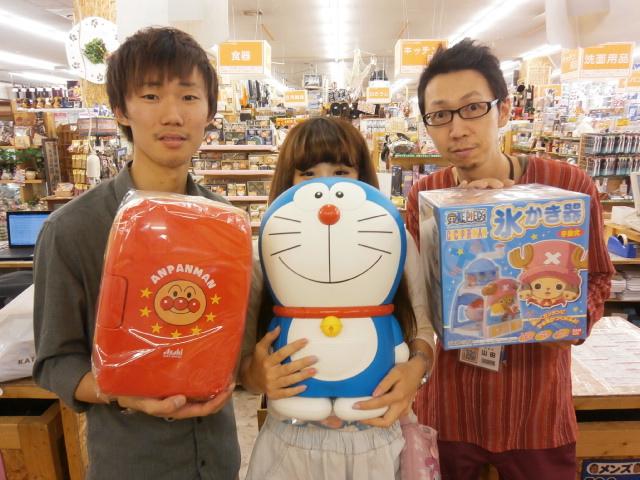 スタッフが抱えているのは アンパンマン と ドラえもん... 東大阪【保冷温庫、ミニ冷蔵庫、かき