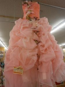 ピンクのイブニングドレス